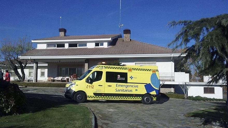 Dos agentes rescatan a seis personas en un incendio en un chalé en Salamanca
