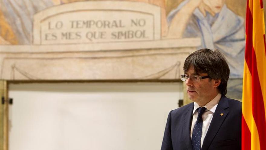Puigdemont acusa a Rajoy de poner palos en las ruedas a la Generalitat, que funciona