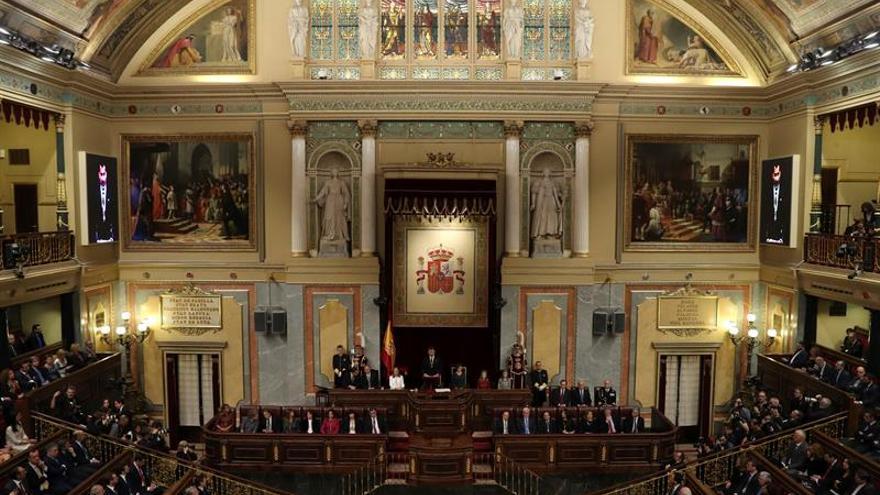 El Congreso guarda un minuto de silencio en memoria del exministro Alonso