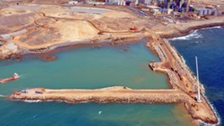 Obras en el puerto de Granadilla.