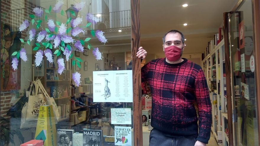 Un librero de Chueca lanza una exitosa campaña nacional en contra de un mundo sin librerías
