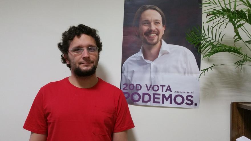 Dailos González en la oficina del grupo Mixto del Cabildo. Foto: LUZ RODRÍGUEZ.