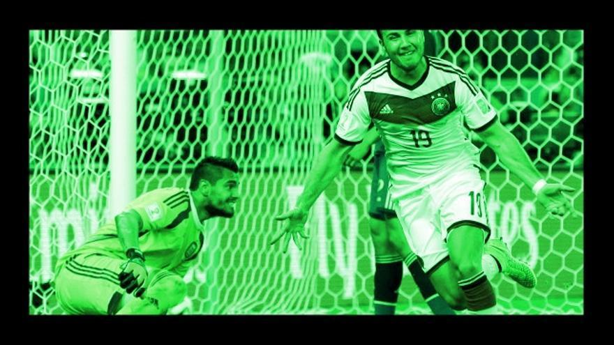 El alemán Mario Goetze celebra tras anotar el primer y único gol del partido durante la final entre Alemania y Argentina en el estadio Maracaná de Río de Janeiro, Brasil, el domingo 13 de julio del 2014. Alemania ganó 1-0 para llevarse la victoria en el Mundial. (Foto AP/Víctor R. Caivano)