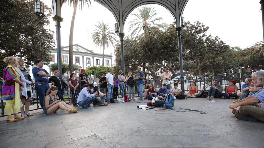 Reunión en el parque San Telmo por la manifestación del 27 de septiembre.