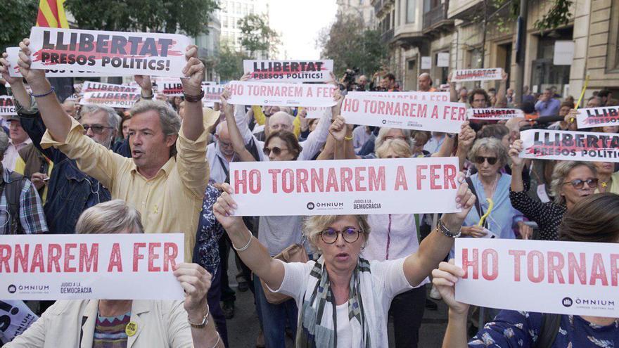 Manifestaciones y calles cortadas en Catalunya contra la condena a los líderes del procés