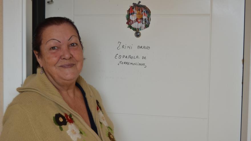 Trinidad Bravo, a la puerta de la casa en la que vive // Néstor Cenizo