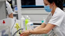 Los profesionales sanitarios contagiados por COVID-19 superan los 50.000