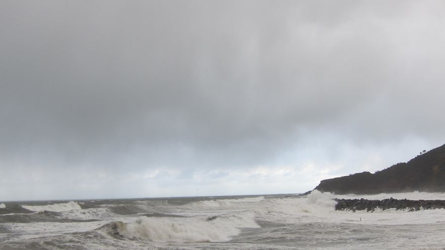 Protección Civil avisa de olas de ocho metros y rachas de 100 kilómetros por hora en el norte del país