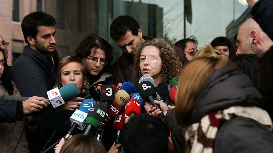 Ester Quintana, a la salida del juzgado. / Edu Bayer