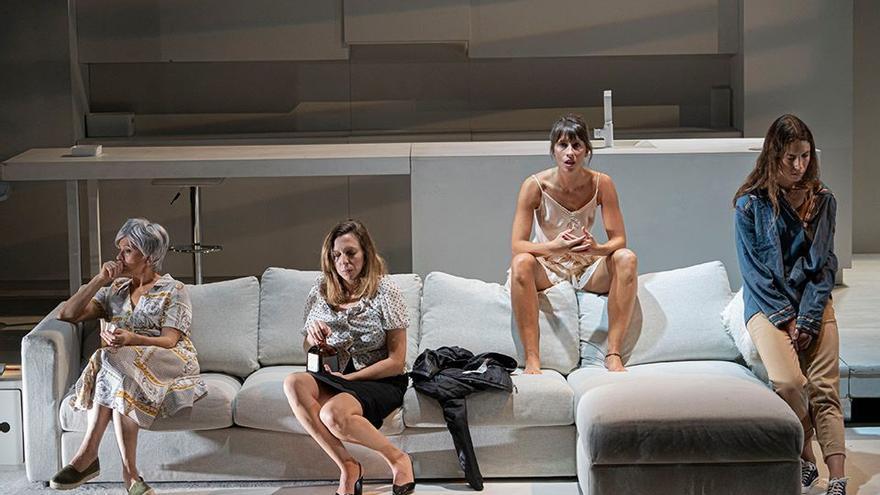 Escena de la obra teatral 'Deje su mensaje después de la señal', de Tanttaka Teatroa.