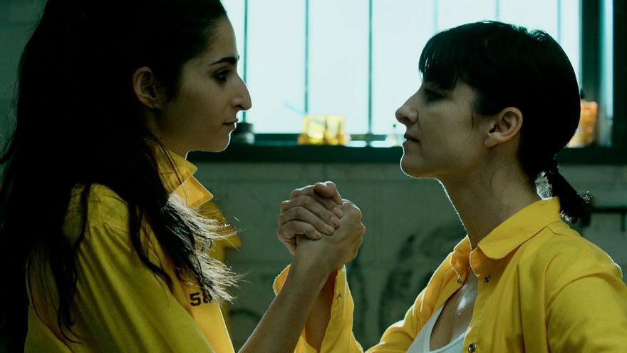 Alba Flores y Najwa Nimri en una escena de 'Vis a vis'