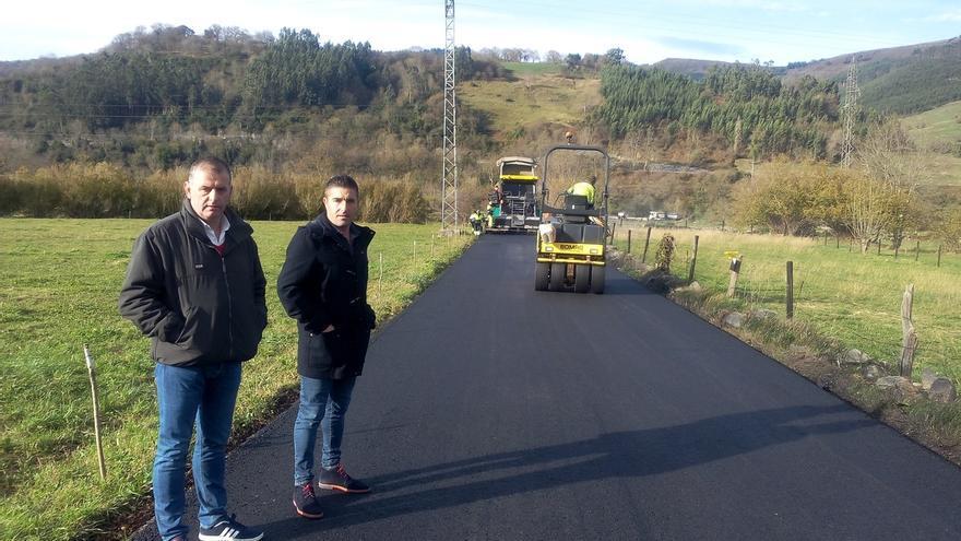 Obras Públicas realiza trabajos de asfaltado en el municipio