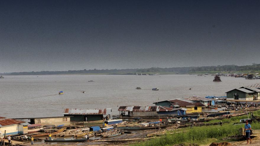 Puerto de Tabatinga en el Alto del río Solimões.