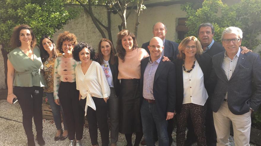 La directora de la Guía Repsol (en el centro) participó en un encuentro con la Academia de Cultura Gastronómica de Castilla-La Mancha