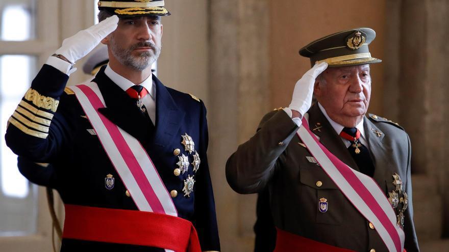 Felipe VI y Juan Carlos I, durante la Pascua Militar de 2018. Pool / Gtres