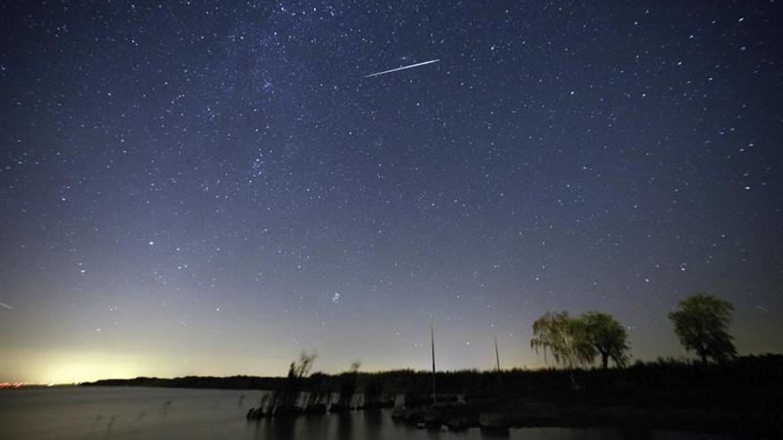 El cielo de otoño asoma cargado de planetas, lluvia de estrellas y Luna llena