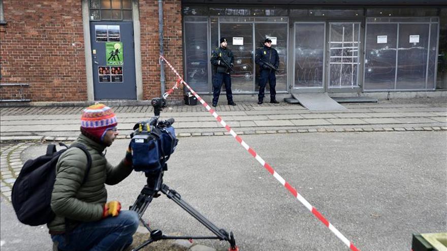 Acordonan el centro cultural del atentado en Copenhague por una carta sospechosa
