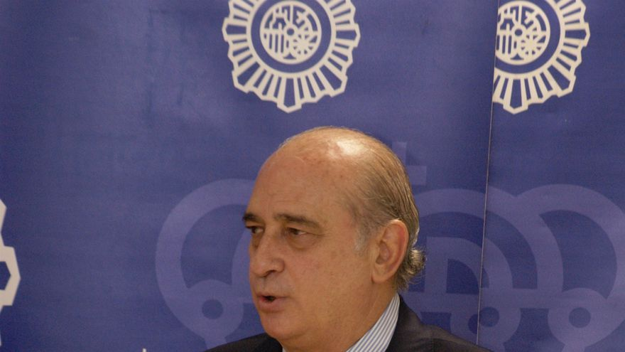 Fernández Díaz dice que los inmigrantes tienen que cumplir la ley y entrar legalmente en España y no usando la fuerza