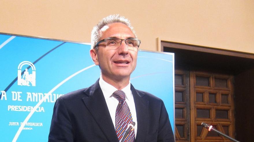 """Vázquez recuerda que el PP calificó como un """"parche"""" la ayuda a parados de larga duración cuando la hizo Zapatero"""