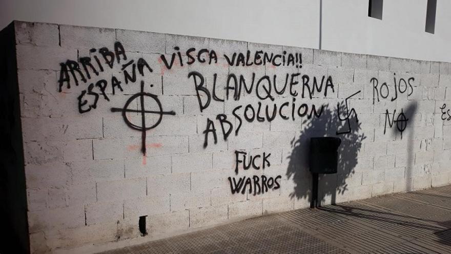 Imagen de algunas de las pintadas neonazis aparecidas en Alzira