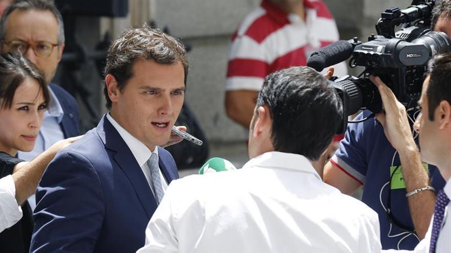 Rivera reitera que no apoyará a Rajoy tras el procesamiento del PP