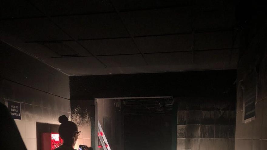 Los peritos trabajan para determinar las causas y la dinámica del incendio.