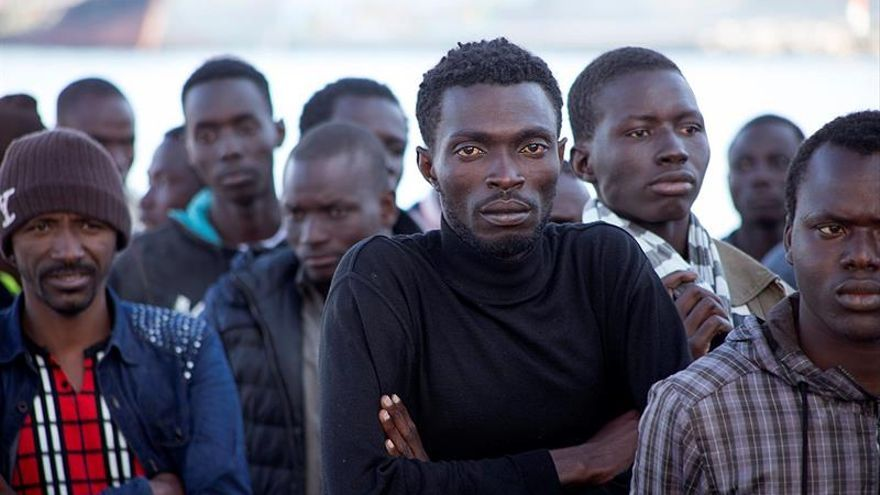 Llega al puerto de Málaga una patera con 26 inmigrantes