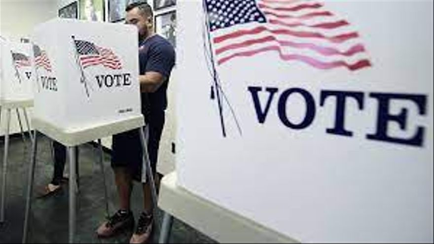 """En el """"voto múltiple"""" o preferencial, quedó atrás la fórmula 'una persona-un voto': cada votante diseña escenarios posibles, y marca opciones diversas para esos futuros que se bifurcan."""