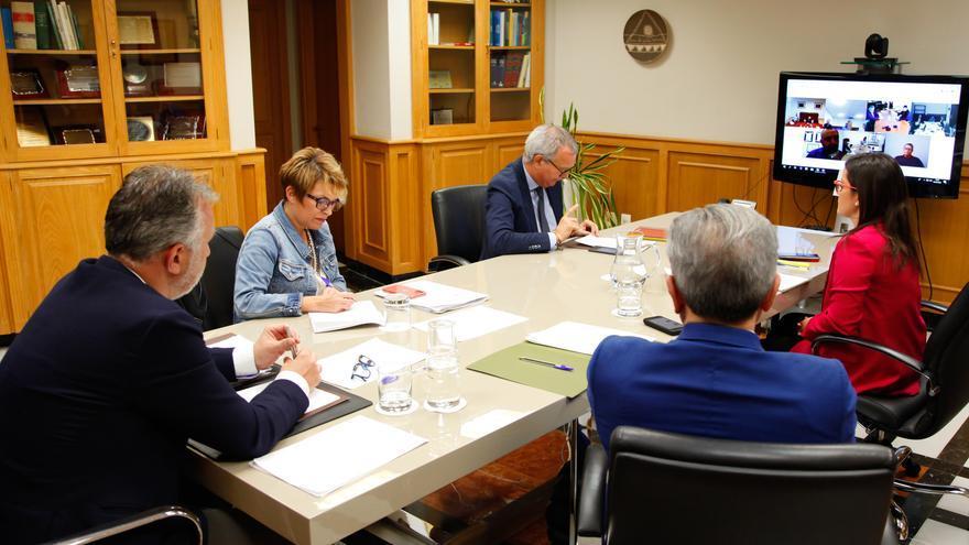 Reunión entre el Gobierno de Canarias, la Federación Canaria de Isla y la Federación Canaria de Municipios.