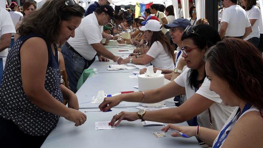 Los venezolanos en España dijeron sí de modo unánime en la consulta popular