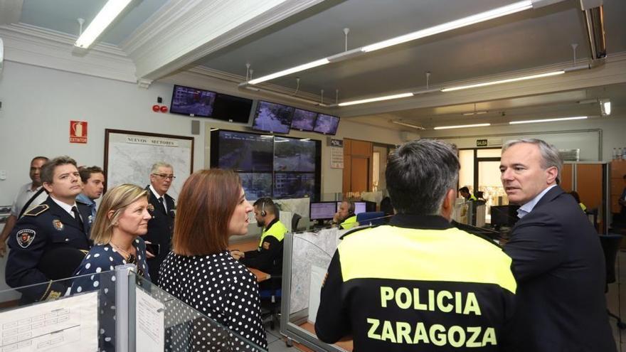 Visita del alcalde de Zaragoza, Jorge Azcón, a la sede de la Policía Local