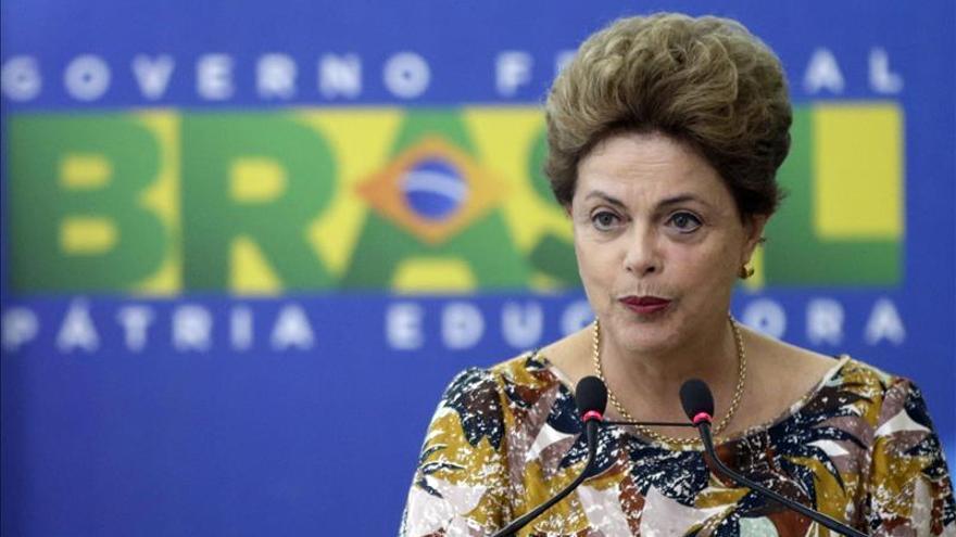 """Rousseff admite que 2015 fue un """"año difícil"""" y se muestra optimista con 2016"""