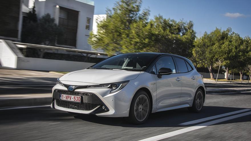 El nuevo Toyota Corolla llega con dos motorizaciones híbridas distintas.