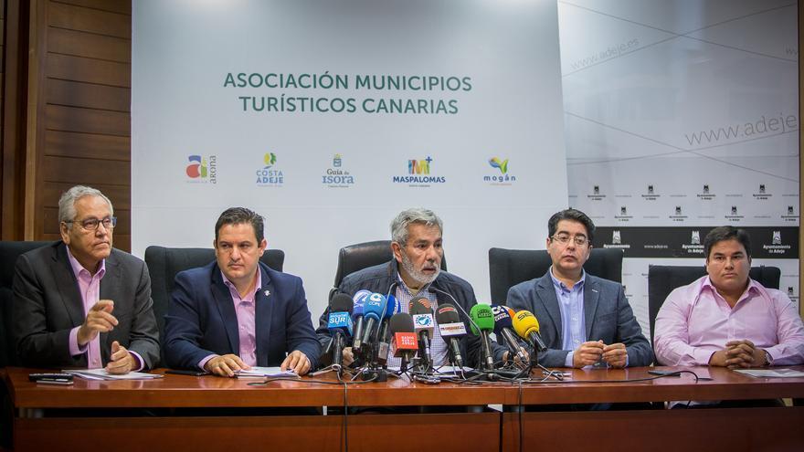 Momento de la rueda de prensa de este viernes, en el sur de Tenerife