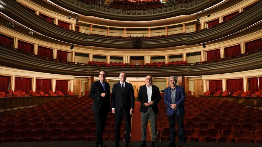 El presidente del Cabildo de Gran Canaria, Antonio Morales, el alcalde de Las Palmas de Gran Canarias, Augusto Hidalgo, el director general de la Fundación Auditorio-Teatro, Tilman Kuttenkeuler y el subdirector de programación de la Fundación Auditorio y Teatro, Manuel Benítez.