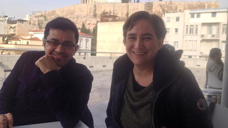 Los portavoces de Guanyem Barcelona Gerardo Pisarello y Ada Colau, el 22 de enero de 2015 en Atenas. / A.G.