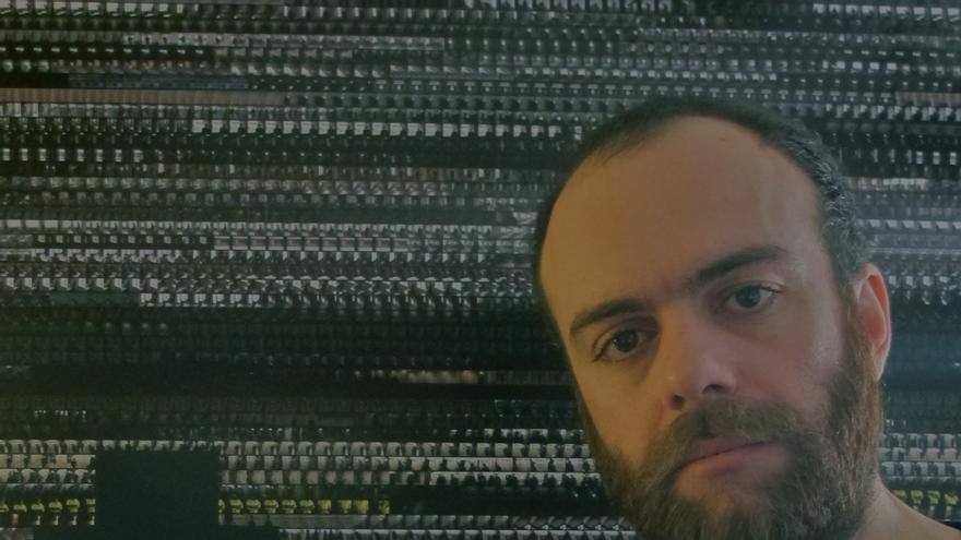 El director Víctor Moreno, que mantiene un litigio con el Banco Santander por vetar su documental.