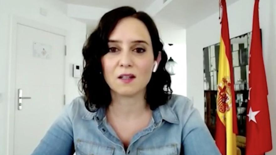 Isabel Díaz Ayuso en una entrevista desde el apartahotel en el que está pasando el confinamiento.