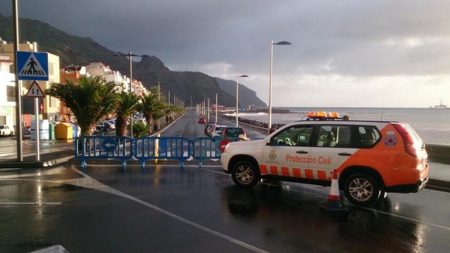 Avenida Marítima de San Andrés en Santa Cruz de Tenerife cerrada al tráfico. Foto: @Proteccioncivilsctfe.