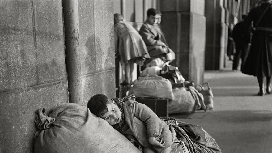 Refugiados españoles en la estación de Toulouse en febrero de 1939
