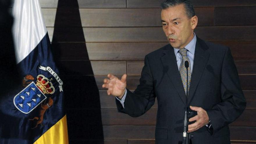 Paulino Rivero, en la comparecencia en la que ha anunciado la interposición de denuncias penales contra las autoridades y funcionarios del Estado.