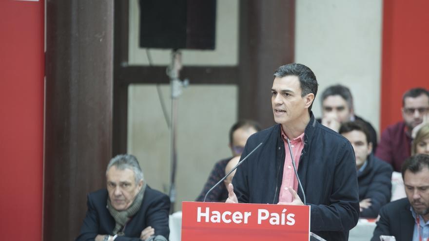 Pedro Sánchez desea éxitos a Guindos, pero cree que había mujeres mejor capacitadas que él para el BCE