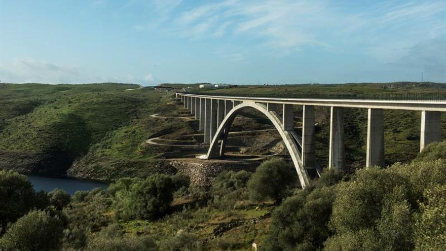El viaducto de Almonte gana la prestigiosa Medalla Gustav Lindenthal
