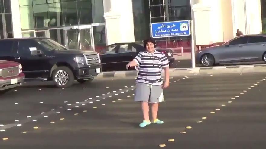 Arabia Saudí libera al adolescente detenido por bailar la 'Macarena' en plena calle