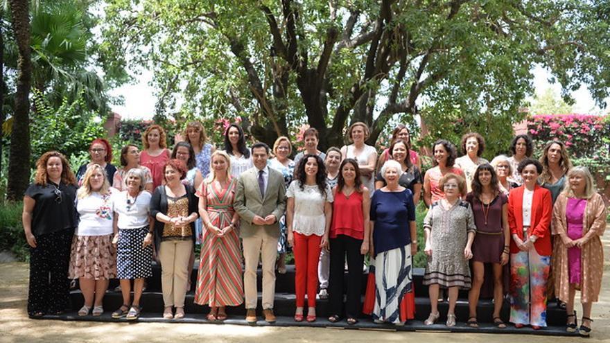 El presidente de la Junta de Andalucía, Juan Manuel Moreno, preside el Consejo Andaluz de Participación de Mujeres en San Telmo.