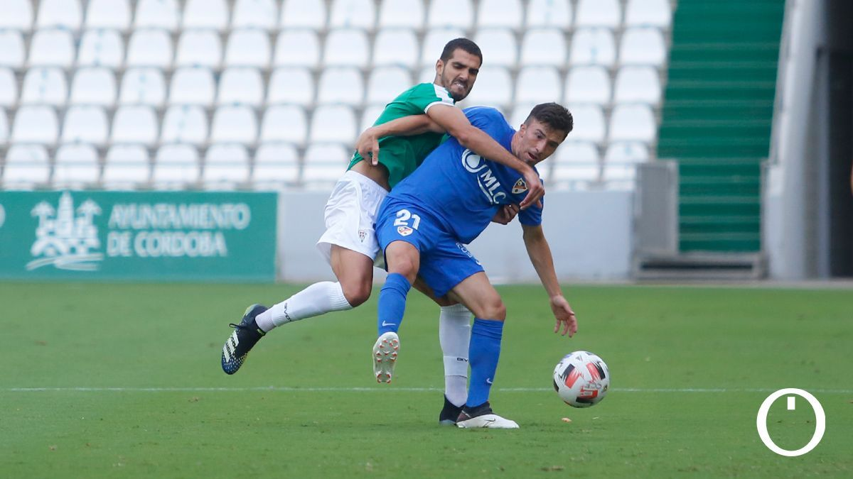 Bernardo Cruz, en el duelo con el Linares Deportivo