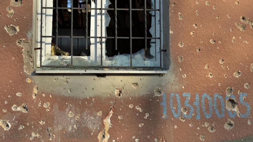 Las marcas de metralla en el edificio son visibles en todo el edificio. Aunque ya han pasado varios meses, el hospital permanece inutilizable. Fotografía: Julie Rémy / MSF