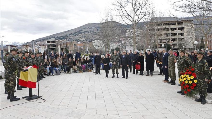 Los últimos de Bosnia rinden homenaje a los 23 fallecidos en los Balcanes