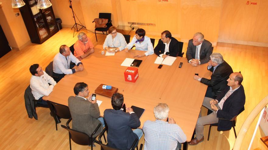 Un momento de la reunión con los alcaldes ribereños