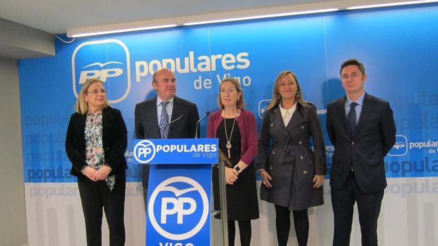 """De Guindos advierte a Sánchez que """"el insulto nunca vence"""" y cree que Rajoy defendió """"propuestas"""" y """"objetivos"""""""